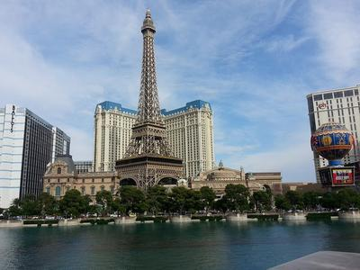 Paris Hotel és Eiffel torony